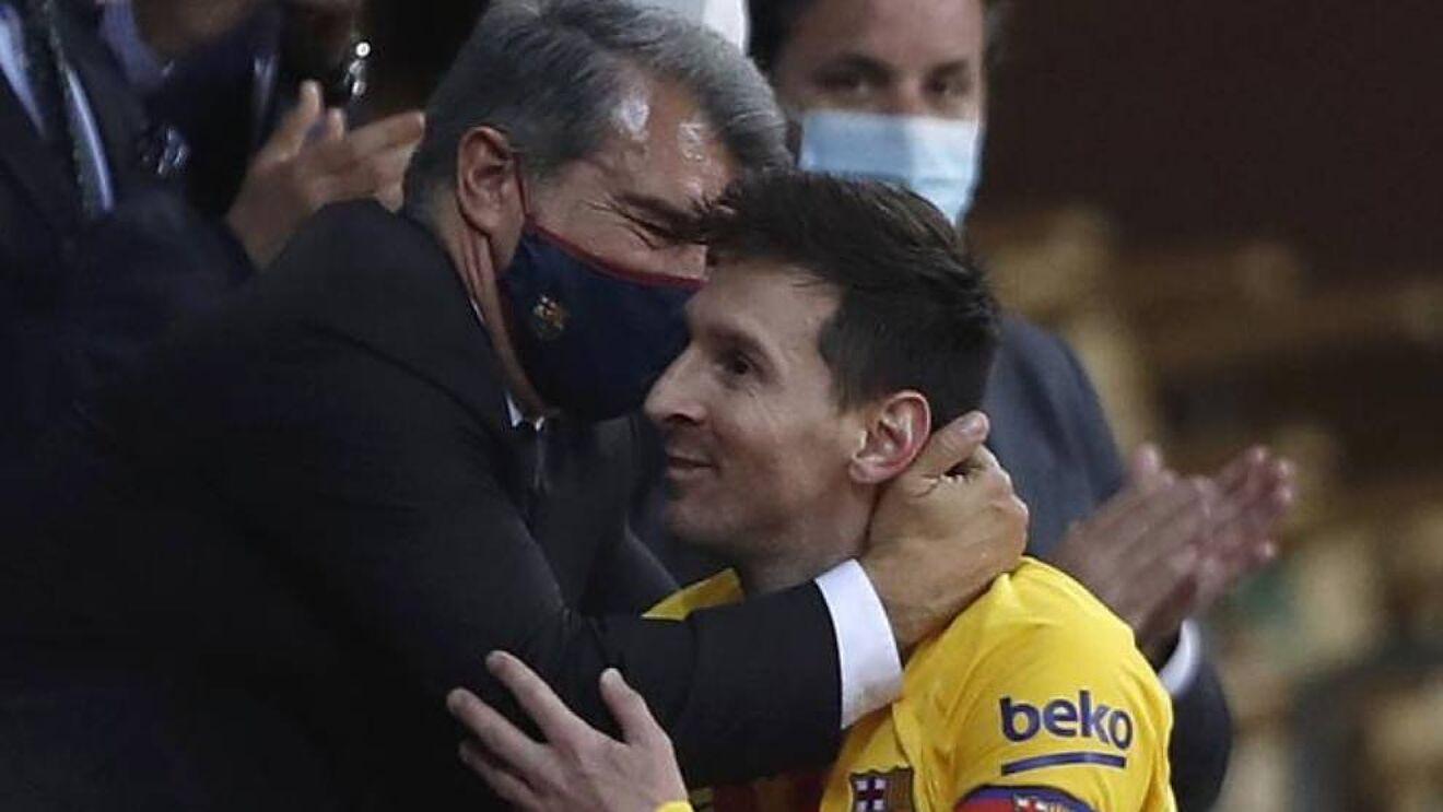 """เมสซี่พอใจเมื่อ Laporta กลับมาเป็นประธาน Barca แต่ไม่ยอมรับสัญญาใหม่กับสโมสรอย่างรวดเร็ว  ภาพถ่าย: """"AP."""