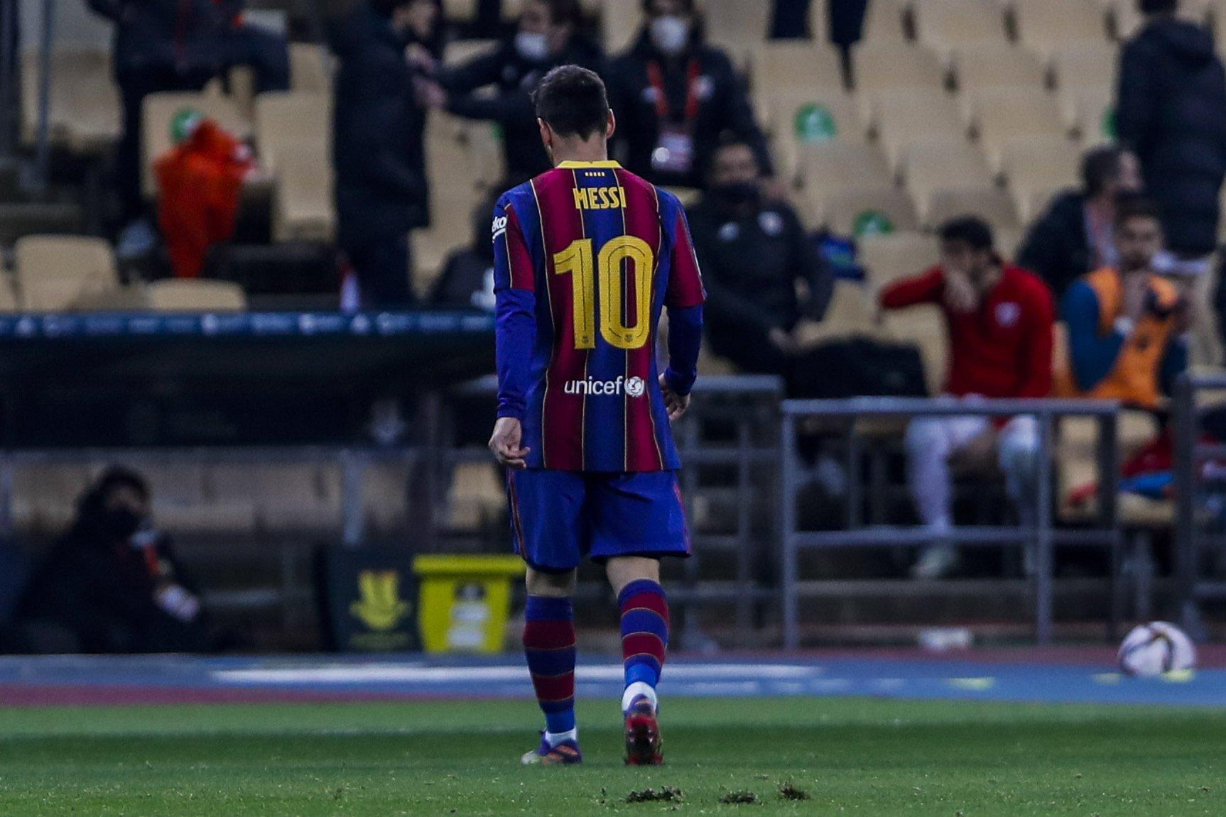 """บนกระดาษเมสซี่ไม่ได้เป็นบุคคลของ Barca อีกต่อไปตั้งแต่วันที่ 1 กรกฎาคม  ภาพถ่าย: """"AP ."""""""