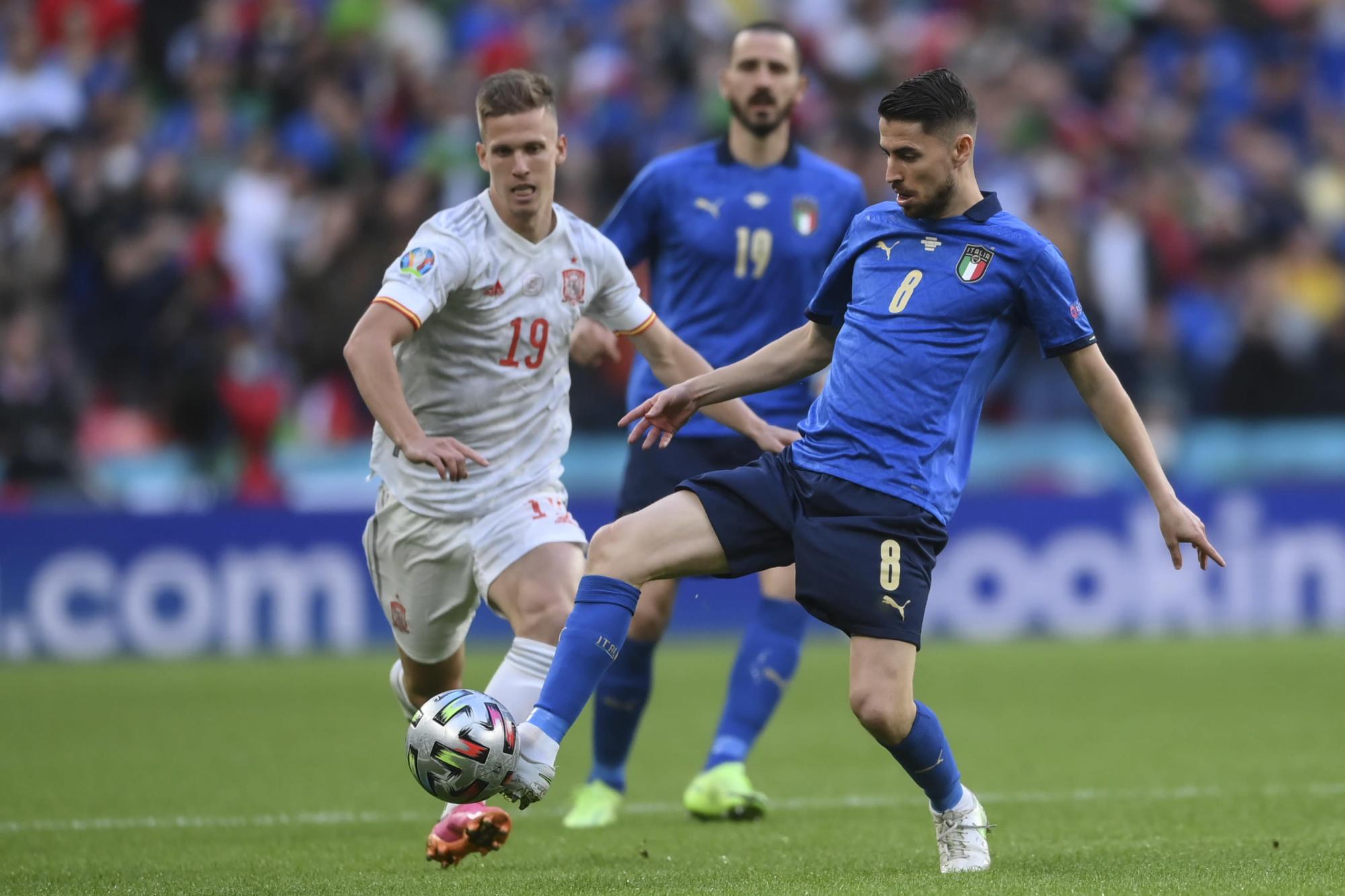 Jorginho là nhân tố giúp Italy nắm quyền chủ động ở giữa sân. Ảnh: AP