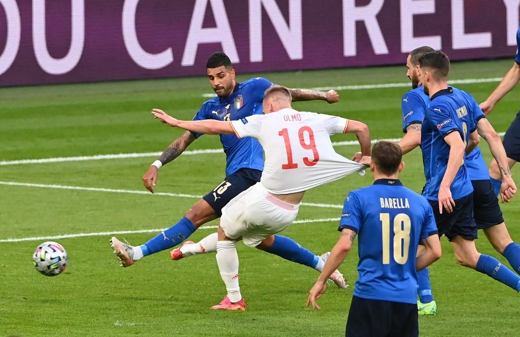 Italy khi cần vẫn có thể phòng ngự một cách xấu xí và hiệu quả, như cách họ thể hiện trước Tây Ban Nha, để chiến thắng. Ảnh: Reuters