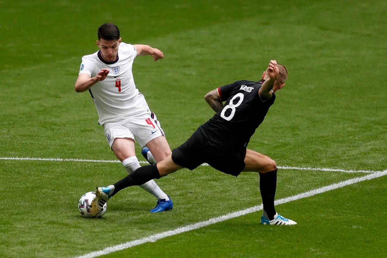Kỹ năng thoát pressing của tuyển Anh không được Conte đánh giá cao. Ảnh: PA