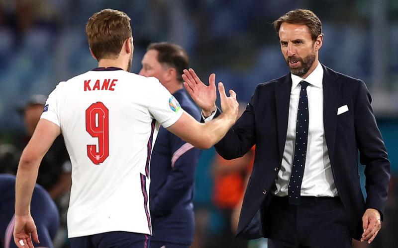 Kane và Southgate hiện thân cho sự khiêm tốn, bình dị và khát khao chinh phục danh hiệu lớn của tuyển Anh tại Euro 2021. Ảnh: Reuters