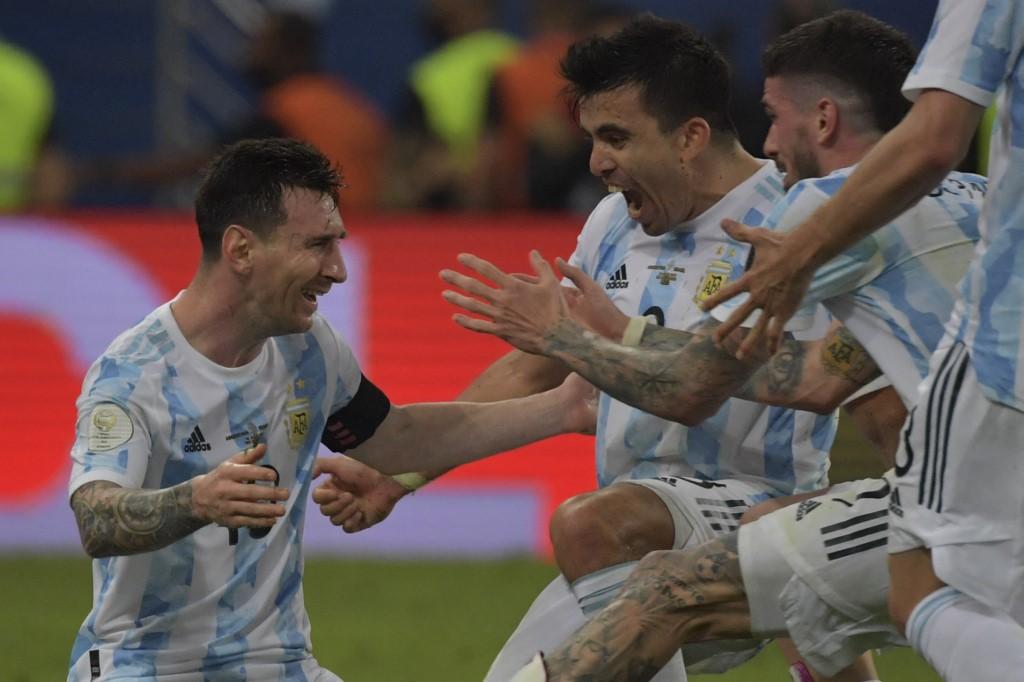 เมสซี่ น้ำตาไหลหลังผู้ตัดสินเป่านกหวีดในนัดชิงชนะเลิศโคปา อเมริกา 2021 โดยที่อาร์เจนตินาเอาชนะบราซิลเจ้าบ้าน 1-0  ภาพ: เอเอฟพี
