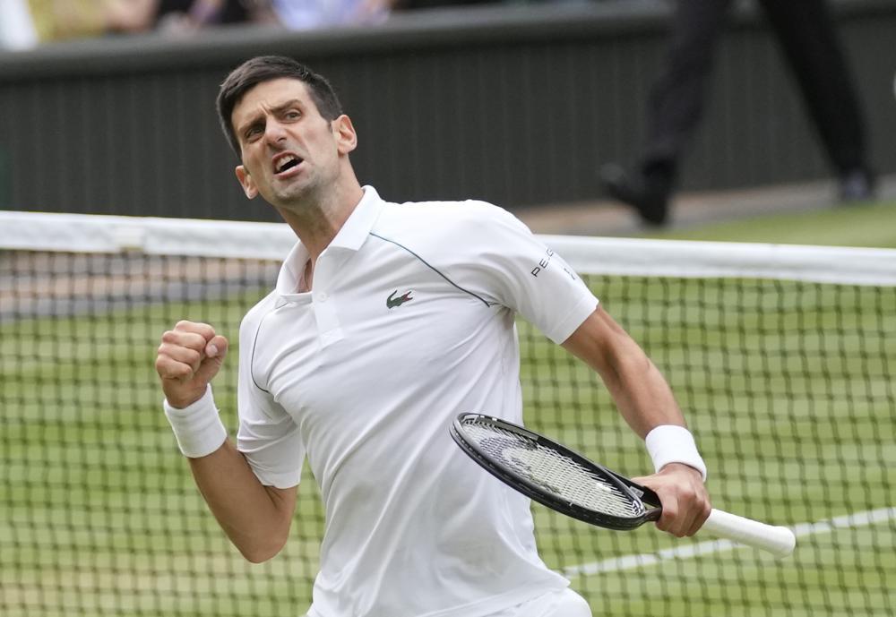 Djokovic là tay vợt nam thứ năm vô địch Roland Garros và Wimbledon trong cùng một năm, sau Borg, Laver, Nadal và Federer. Ảnh: AP