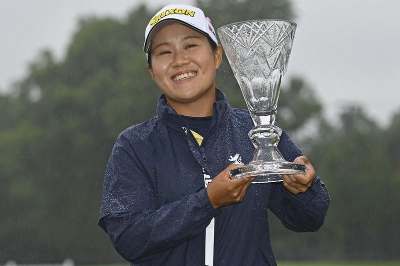 Hataoka lifts the LGPA Classic Marathon Championship trophy at Highland Meadows Golf Club on July 11.  Photo: AP