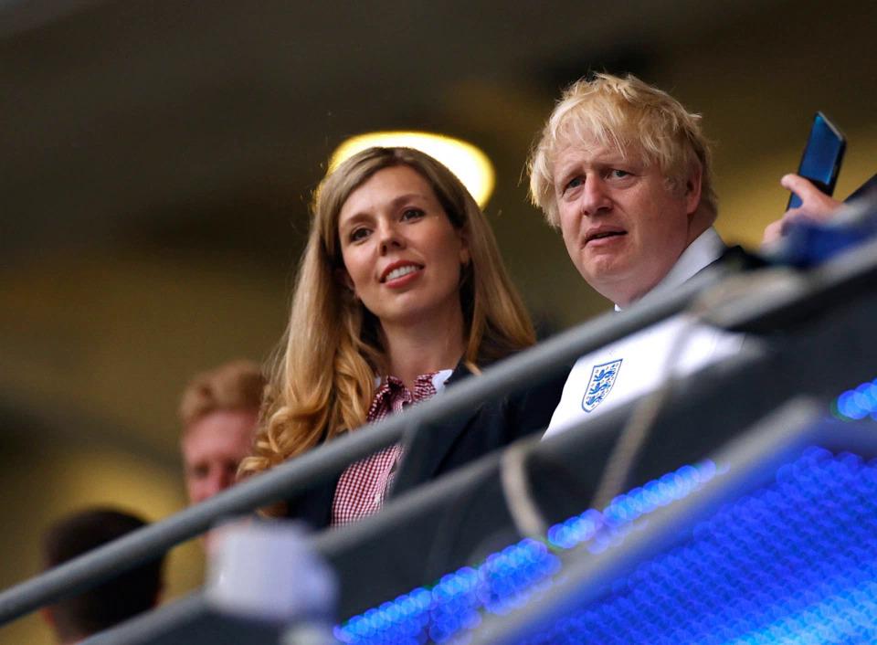 Perdana Menteri Johnson dan pacarnya Carrie hadir di Wembley untuk mendukung tim tuan rumah Italia di Stadion Wembley pada 11 Juli.  Foto: Reuters