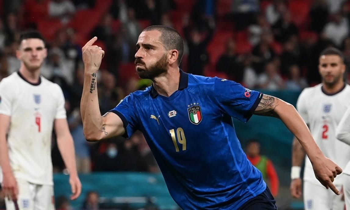 Bonucci adalah pemain tertua yang mencetak gol di final Euro.  Foto: Reuters.