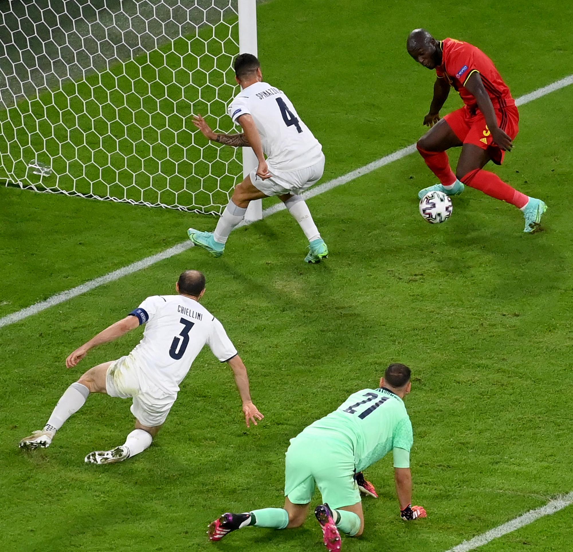 Lukaku di babak kedua perempat final kalah dari Italia.  Foto: Reuters