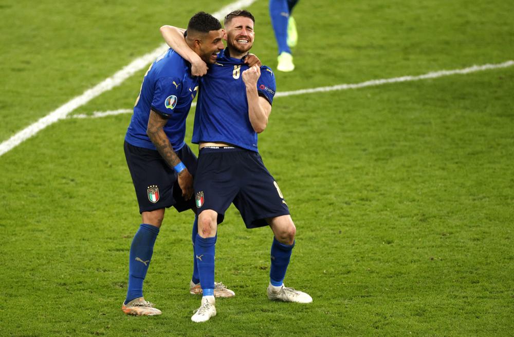 Jorginho bật khóc khi tuyển Italy thắng luân lưu, vô địch Euro 2021.