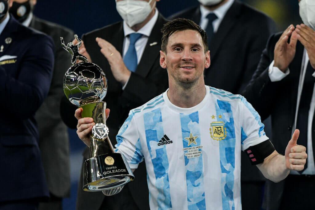 Messi memegang rekor memenangkan 6 France Football Ballon d'Or.  Pada tahun 2020, turnamen dibatalkan karena Covid-19.  Foto: Gol