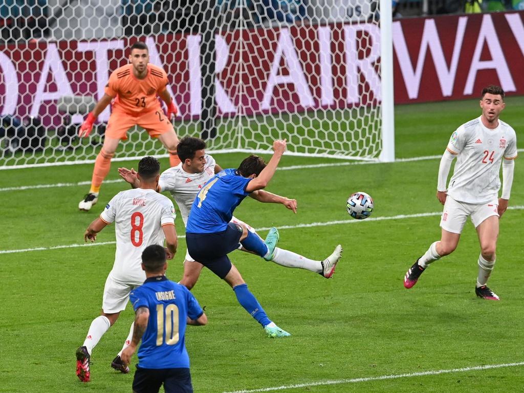 Chiesa ghi bàn vào lưới Tây Ban Nha. Ảnh: Reuters.