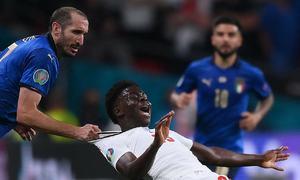 Hơn 100.000 người đòi tổ chức lại trận chung kết Euro