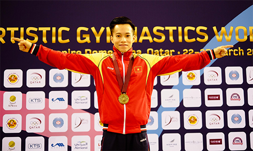 Le Thanh Tung with the World Cup gold medal in Doha 2017.