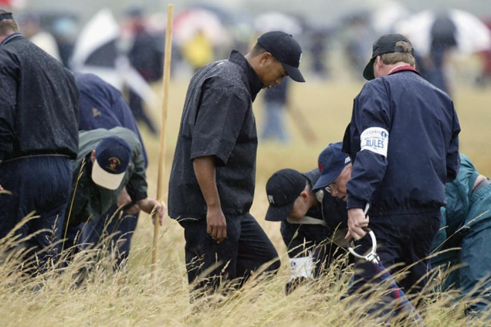 Woods and the members of the organizers looked for the ball but failed on the rough grass to the right of the fairway, hole 1 of Royal St.  George's at The Open 2003. Photo: AP