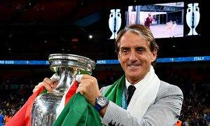 Mancini được chọn làm HLV Italy sau một tách cafe