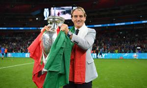 Mancini không bận tâm sơ đồ ba trung vệ của Anh