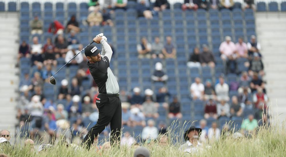 Oosthuizen hit the ball on the 17th hole of the first round of The Open on July 17.  Photo: AP