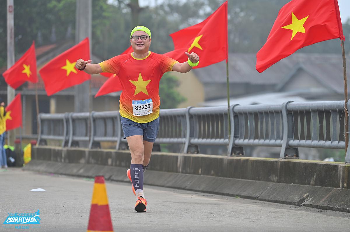 Một runner tham dự giải chạy của VnExpress tại Huế. Ảnh: Hữu Khoa.