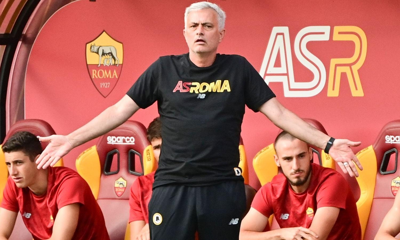 Mourinho trong trận đầu tiên cầm quân tại Roma hôm 16/7. Ảnh: AS Roma.