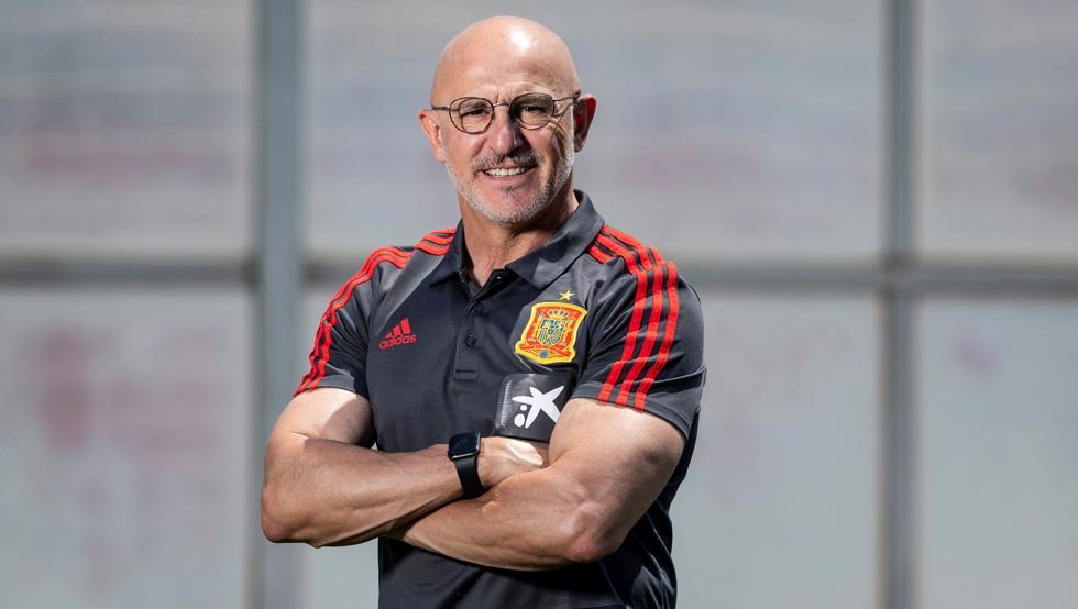 Pelatih De La Fuente memenangkan Kejuaraan Eropa U-19 dan U-21 bersama tim muda Spanyol.