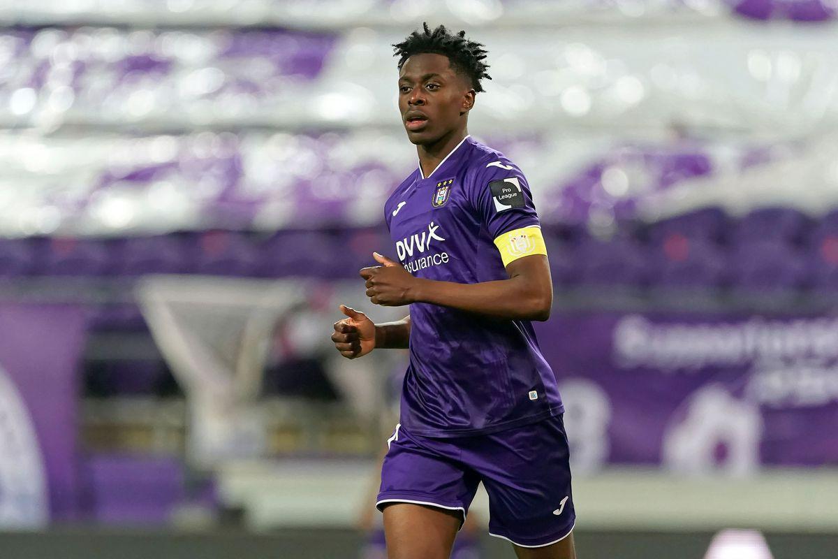 Bergabung dengan Arsenal adalah perjalanan pertama Lokonga ke luar negeri.  Foto: AP.