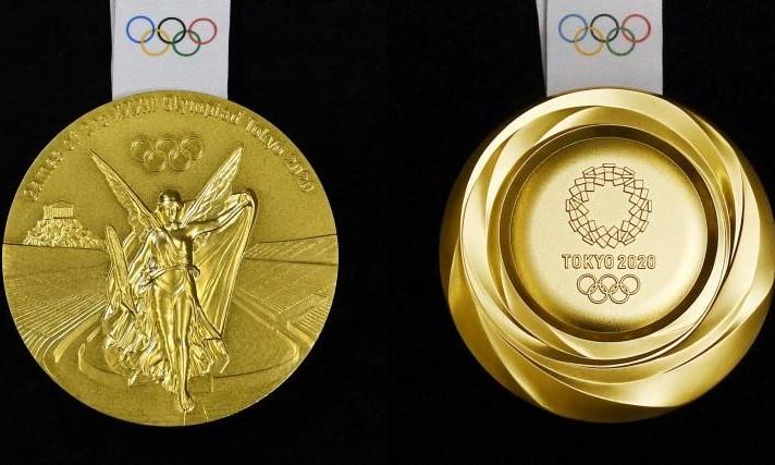 Hai mặt của HCV Olympic 2021 theo mẫu thiết kế được công bố vào tháng 7/2019. Ảnh: Kyodo.