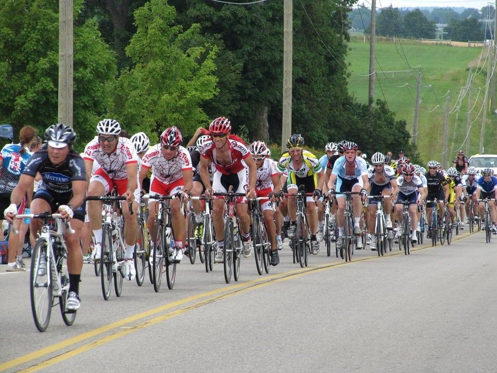 Đạp xe theo nhóm thường dành cho các vận động viên giàu kinh nghiệm. Ảnh: Stock.