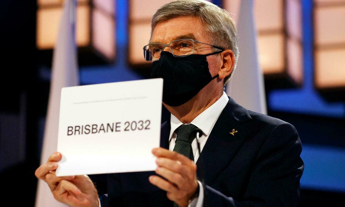 Chủ tịch IOC Thomas Bach công bố Brisbane là thành phố đăng cai Olympic 2032. Ảnh: Kyodo.