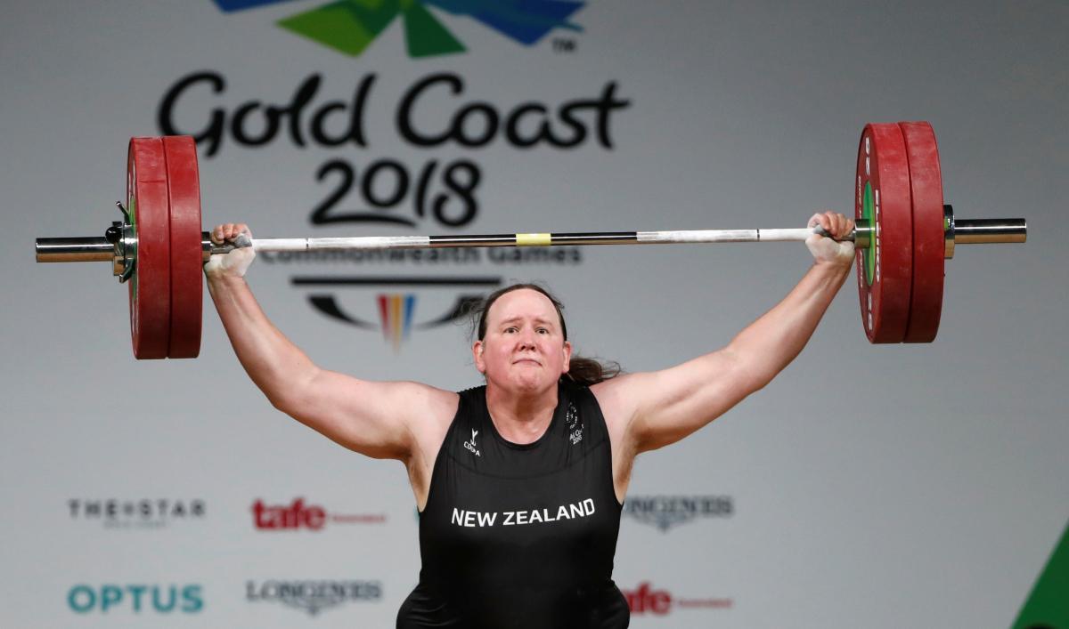 Hubbard là ứng cử viên tranh huy chương cử tạ hạng trên 87 kg tại Olympic 2021. Ảnh: Reuters.