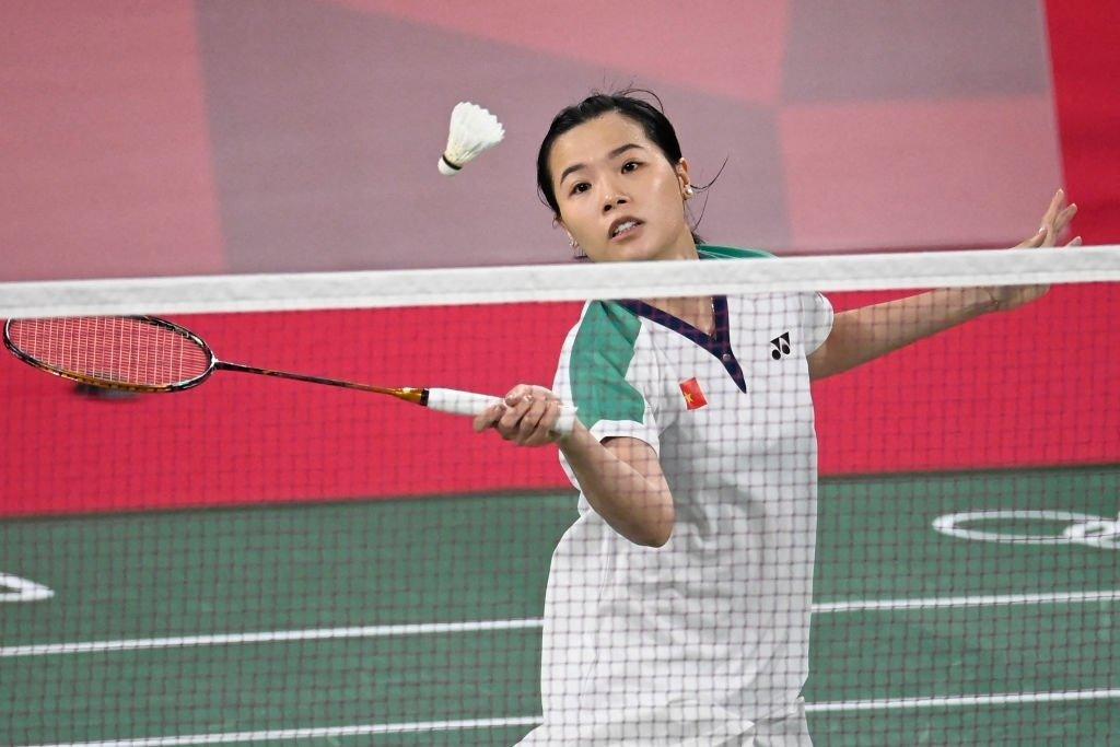 Thuy Linh dalam fase di net saat memenangkan Xuefei Qi pagi ini.  foto: AFP