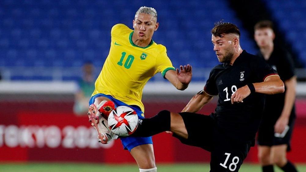 Richarlison (số 10) sẽ cùng đương kim vô địch Brazil tìm kiếm chiến thắng thứ hai ở Olympic 2020. Ảnh: Reuters