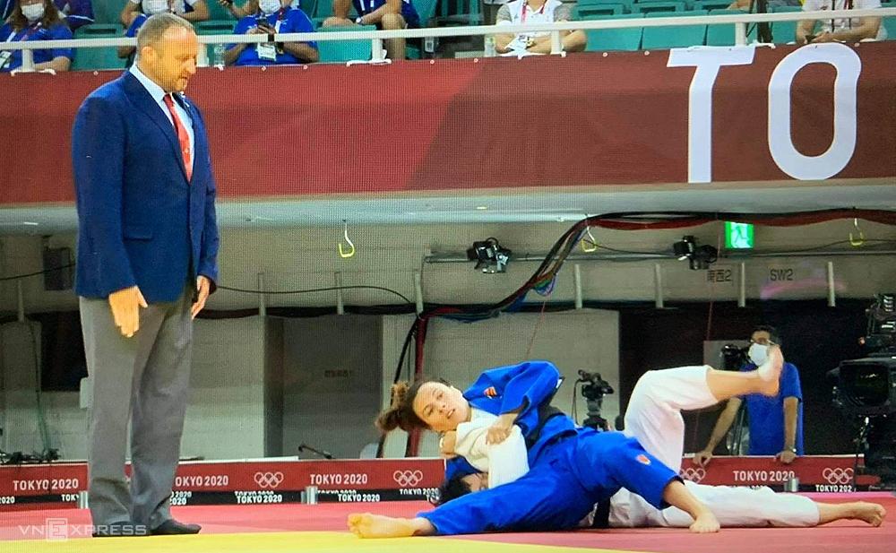 Thanh Thuỷ trúng đòn đè của Chitu, thua trận tại Olympic Tokyo sáng 25/7.