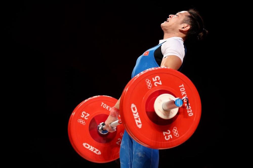 Kỳ Olympic thứ hai liên tiếp Thạch Kim Tuấn thi đấu không thành công, không được xếp hạng khi thất bại ở cả ba lần cử đẩy. Ảnh: AFP