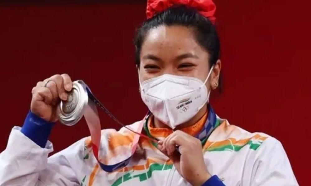 Chanu mở hàng cho Ấn Độ tại Olympic Tokyo 2021. Ảnh: Reuters.