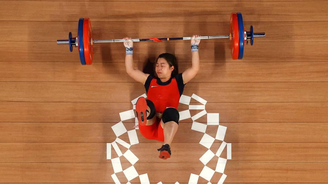 Kegagalan Hoang Thi Duyen dalam angkat besi 59kg putri sangat mengurangi peluang Vietnam memenangkan medali Olimpiade 2020.  Foto: Reuters