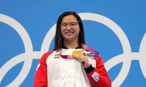 Em bé gốc Hoa bị bỏ rơi đoạt HC vàng Olympic