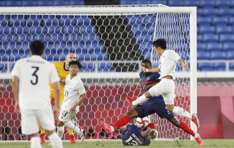 Kubo membuka skor untuk Jepang dalam kemenangan 4-0 atas Prancis pada malam 28 Juli.  Foto: Kyodo