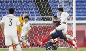 Nhật Bản đá bay Pháp khỏi Olympic