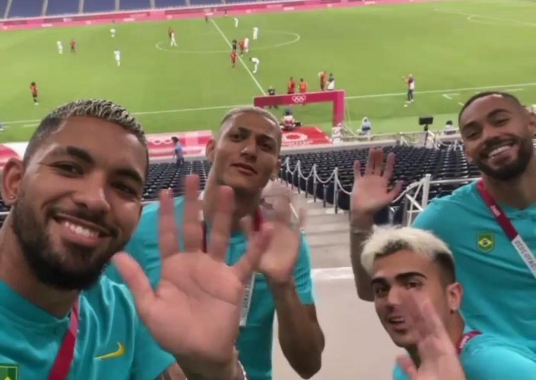 Các cầu thủ Brazil chào tạm biệt Argentina. Ảnh: Instagram.