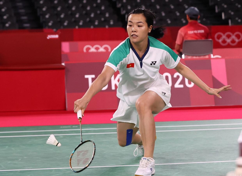 Thùy Linh trong trận đấu với Tai Tzu Ying. Ảnh: Reuters.