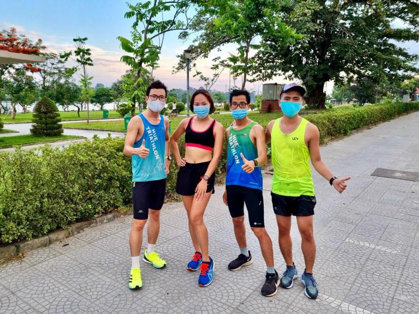 Các thành viên của Hue Triathlon Club tập luyện cùng nhau. Ảnh: NVCC