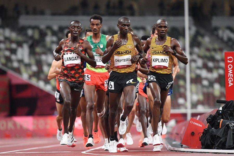 Cheptegei và Kiplimo không tận dụng được cơ hội từ sự hy sinh của Kissa, khi chỉ lần lượt về nhì và ba trên đường đua 10.000m. Ảnh: AFP
