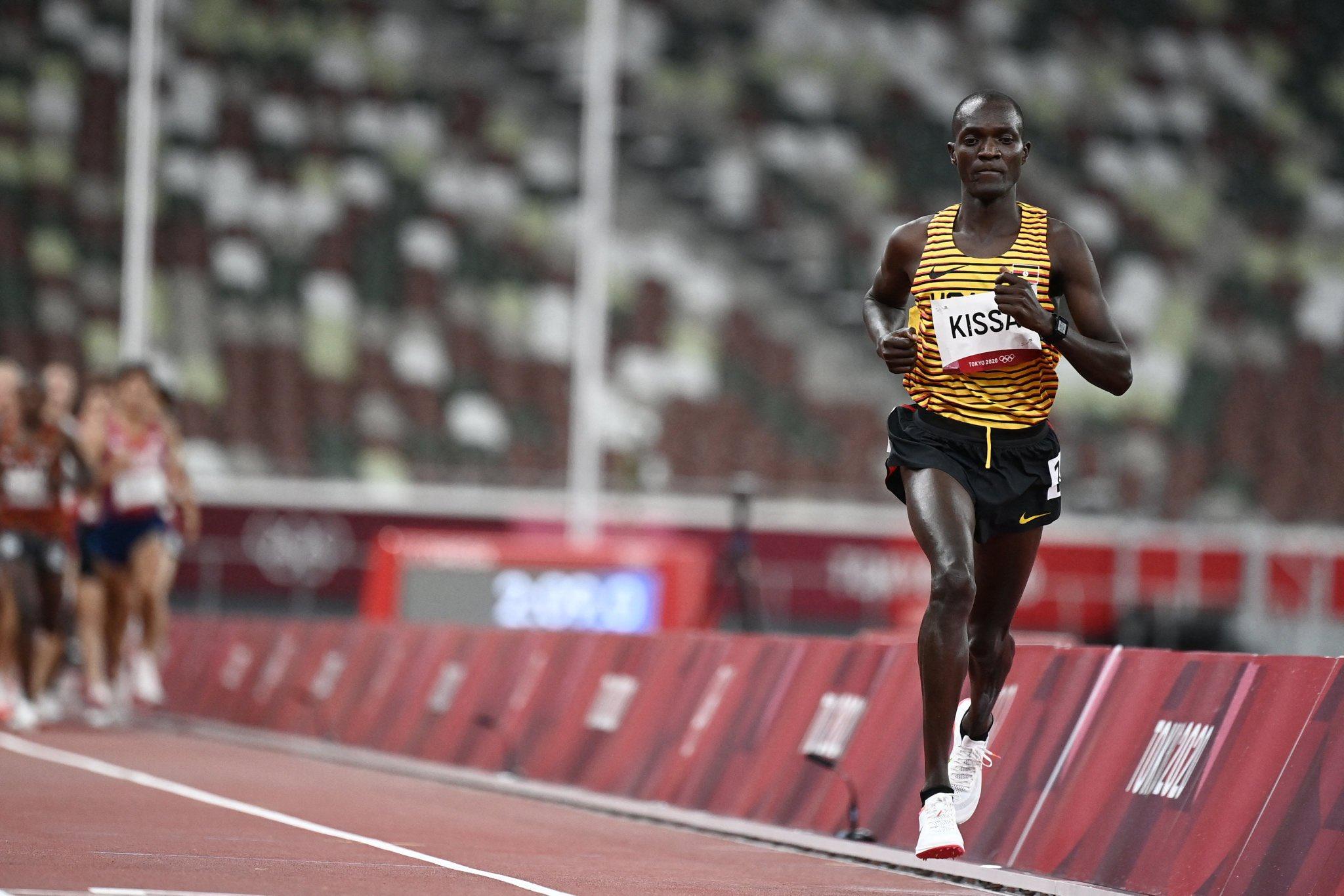 Kissa sớm vượt lên dẫn đầu cuộc đua 10.000m tối 30/7. Ảnh: Tokyo 2020