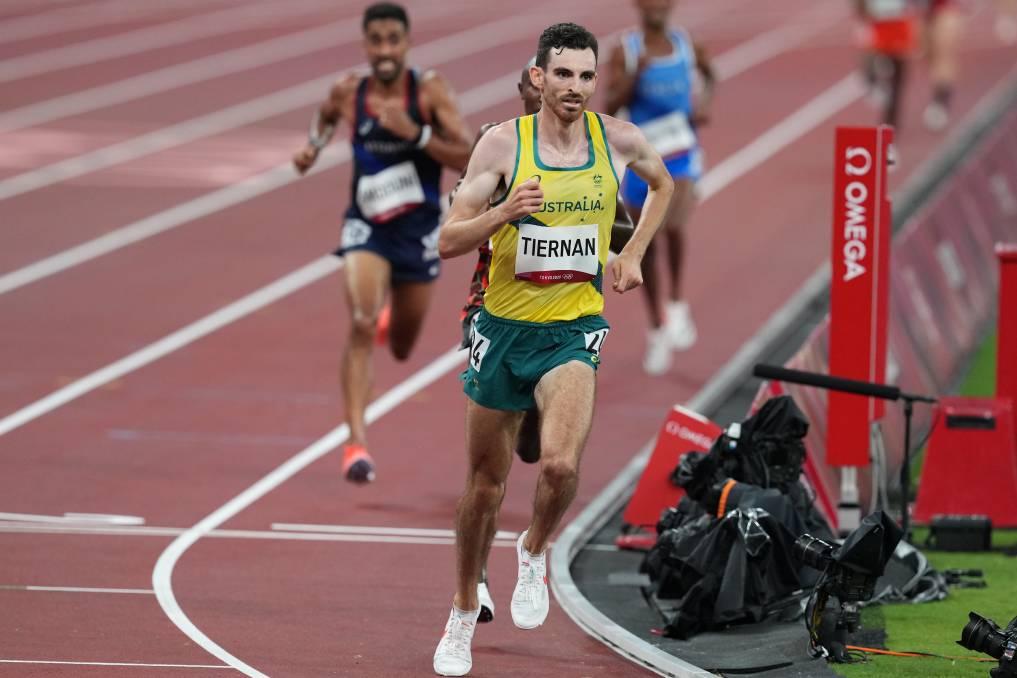 Tiernan lúc vẫn còn tỉnh táo trên đường đua. Tính trung bình, anh chạy với pace 2 phút 45 gây cho mỗi 1.000 mét trong phần thi 10.000m tại Sapporo hôm 30/7. Ảnh: AP