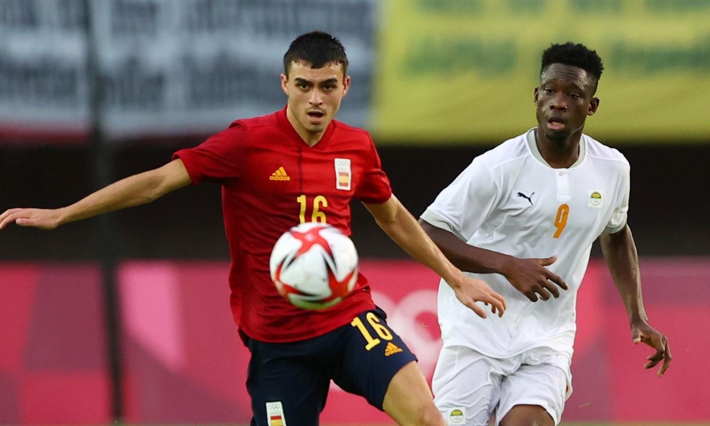 Thêm một trận đấu nhọc nhằn nhưng Tây Ban Nha chỉ còn cách HC vàng Olympic hai chiến thắng. Ảnh: Reuters.