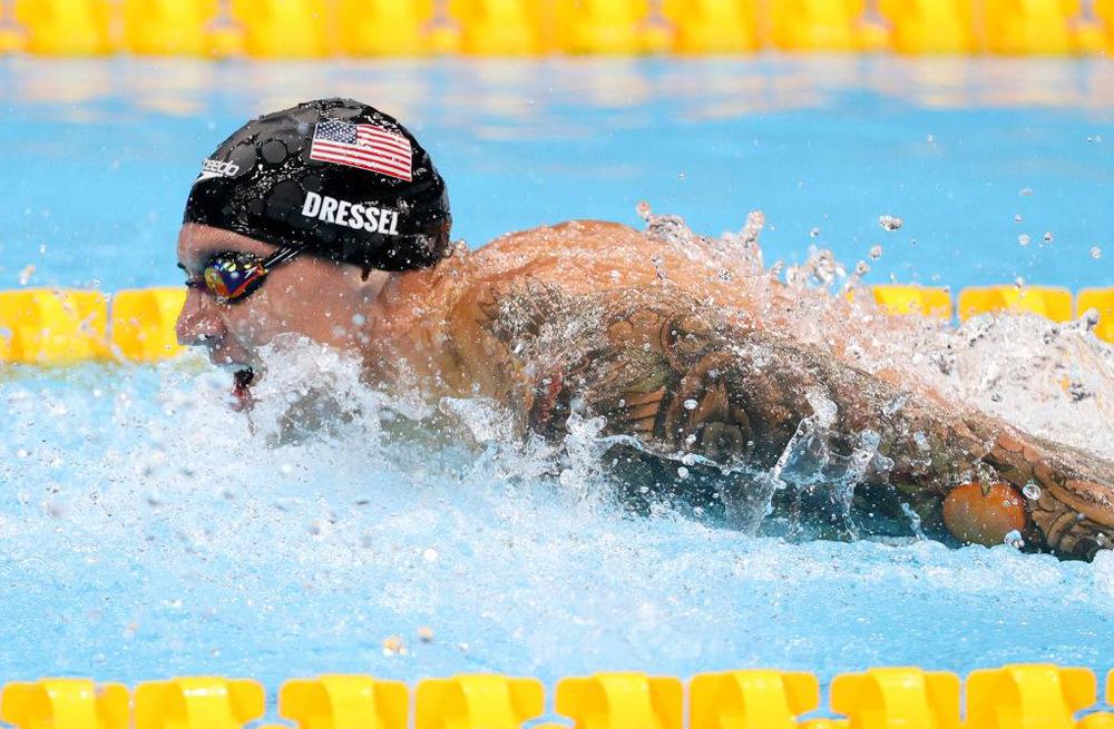 Caeleb Dressel mencetak rekor Olimpiade dan dunia saat berkompetisi di Tokyo.  foto: AFP