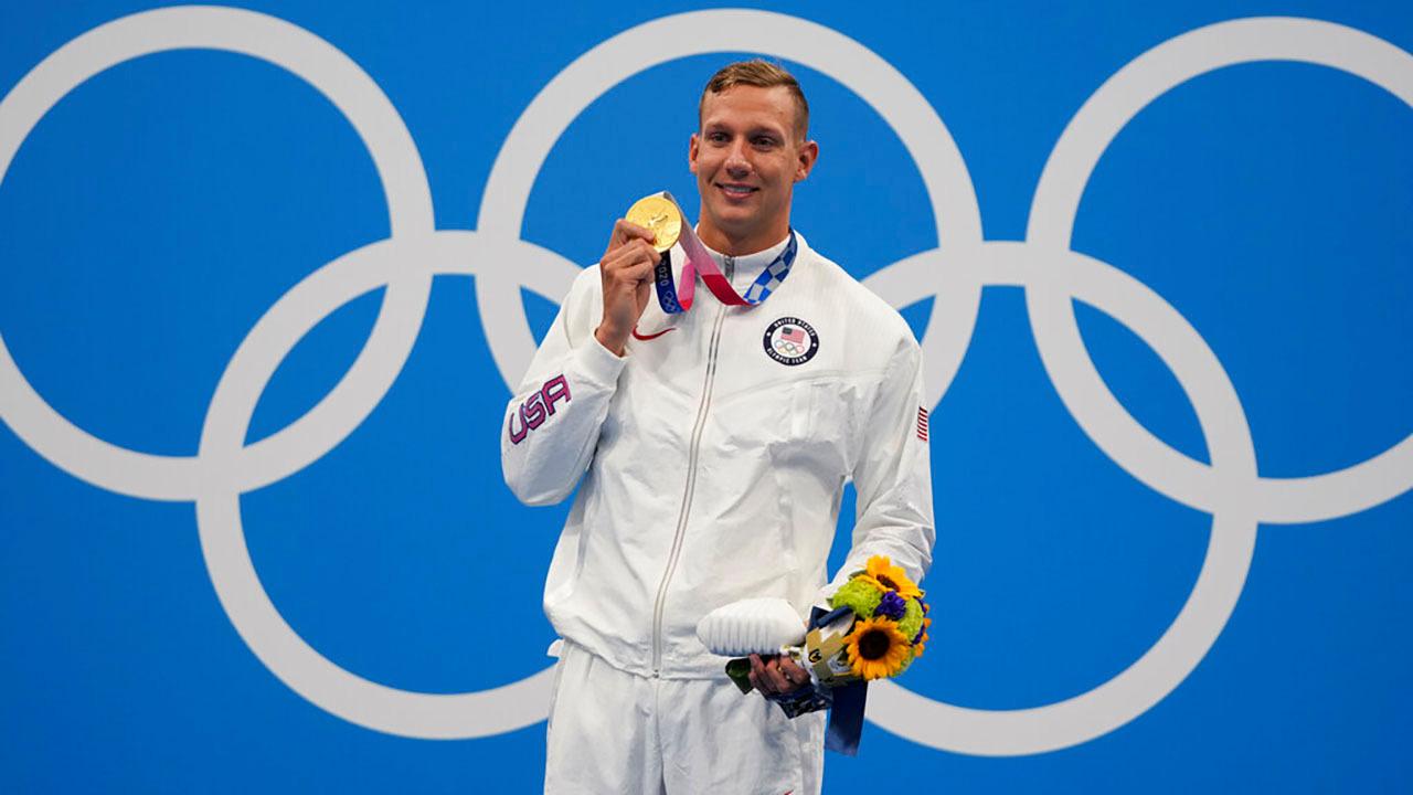 Dressel menerima medali emas dalam gaya bebas 100m putra pada 29 Juli.  Foto: AP