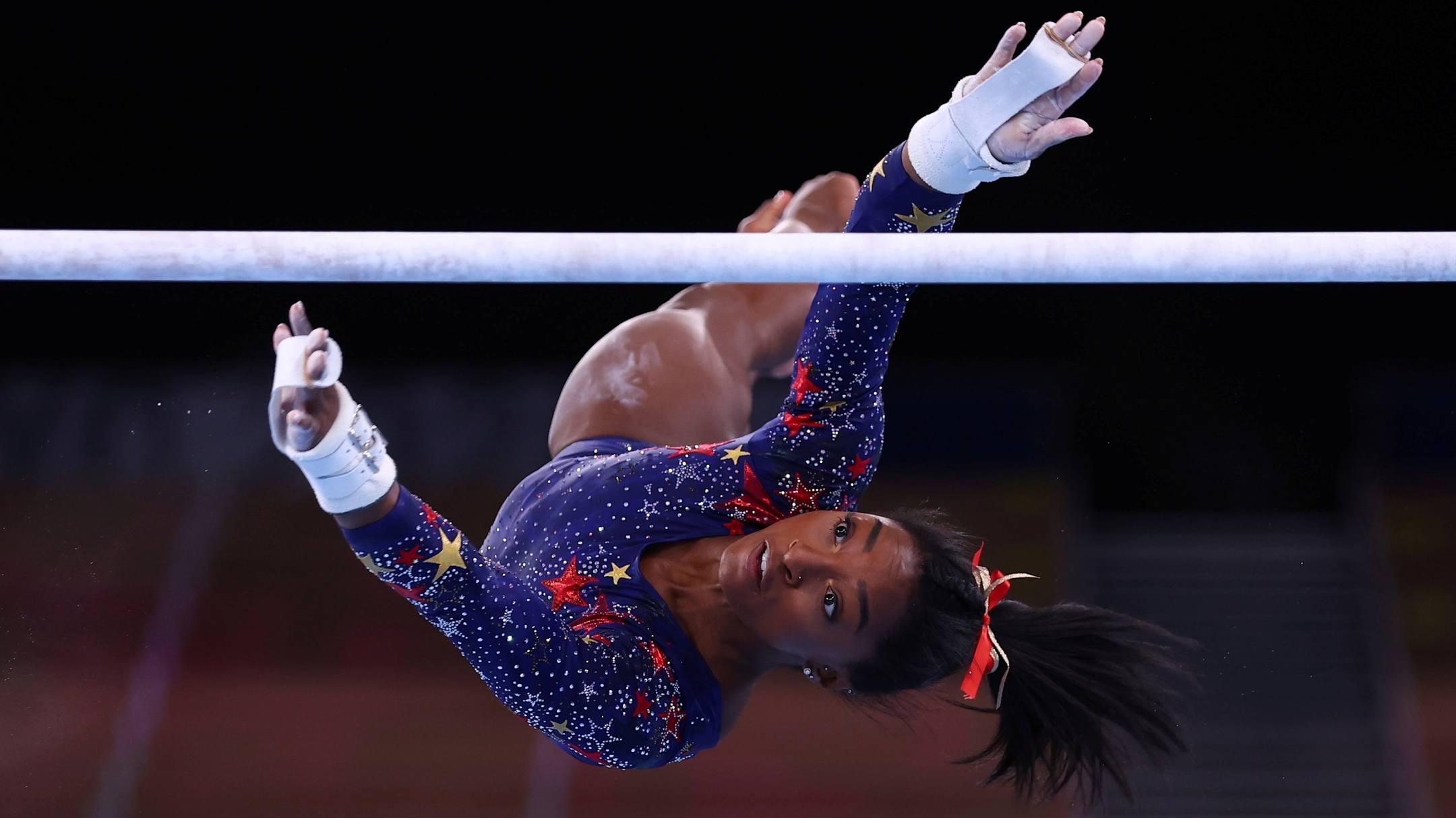 Biles menjatuhkan tiga dari empat nomor yang dia inginkan untuk mempertahankan medali emas Olimpiade di Tokyo 2020. Foto: Reuters