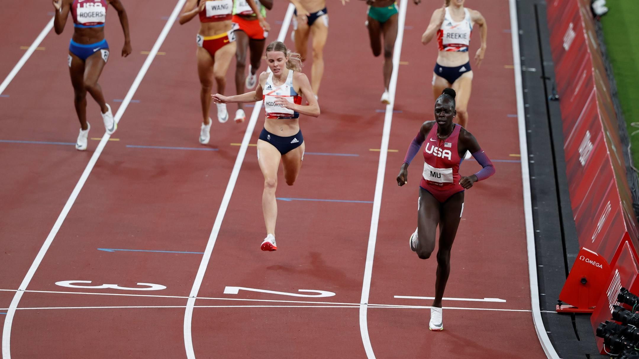Athing Mu về nhất trên đường chạy chung kết 800m tối 3/8. Ảnh: Reuters