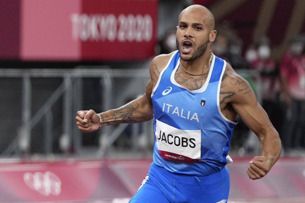 Jacobs memenangkan lari 100m Olimpiade Tokyo dengan rekor 9 detik 80. Foto: AP.